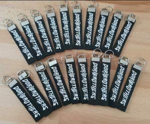 Schlüsselanhänger mit euren Wunschtexten.